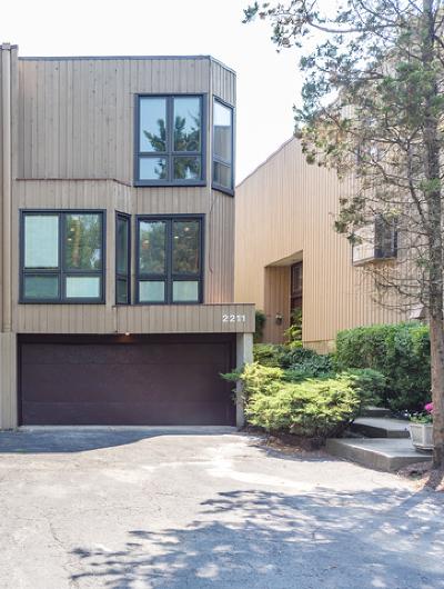 Evanston Condo/Townhouse For Sale: 2211 Dodge Avenue