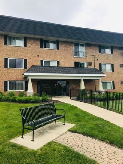 Roselle Condo/Townhouse Price Change: 580 Lawrence Avenue #316