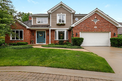 Libertyville Single Family Home For Sale: 327 Carriage Hill Circle