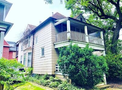 Single Family Home For Sale: 1905 West Leland Avenue