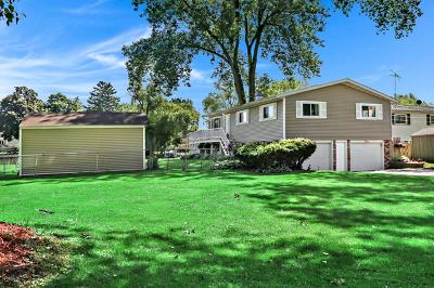 McHenry Single Family Home For Sale: 721 Kingston Boulevard