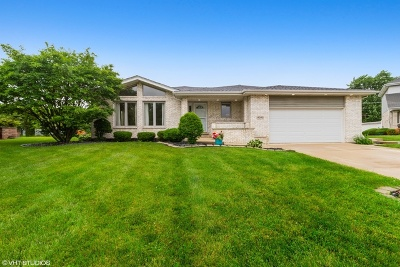 Crestwood Single Family Home For Sale: 14040 East Laramie Court