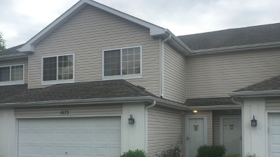 North Aurora Condo/Townhouse Contingent: 1673 Waterford Road