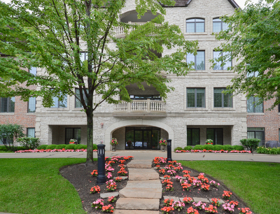 Lake Forest Condo/Townhouse For Sale: 1800 Amberley Court #302