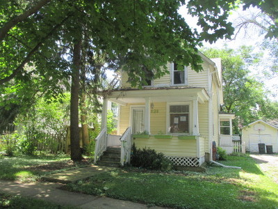 Libertyville Single Family Home For Sale: 121 4th Street