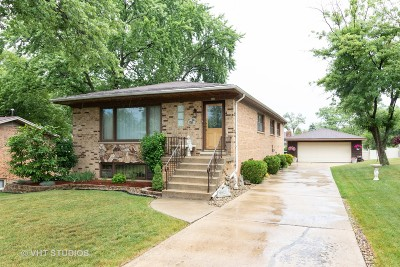 Hickory Hills Single Family Home For Sale: 8465 South 83rd Avenue