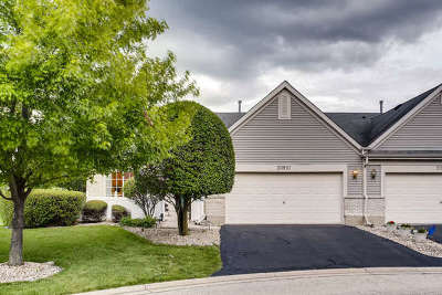 Plainfield Condo/Townhouse For Sale: 20810 West Chinaberry Court