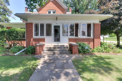 Single Family Home For Sale: 201 Monroe Street