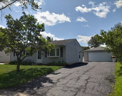 Streamwood Single Family Home For Sale: 415 East Streamwood Boulevard