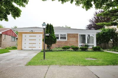 Lincolnwood Single Family Home For Sale: 3831 West Chase Avenue
