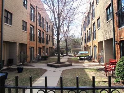 Condo/Townhouse For Sale: 2770 North Wolcott Avenue #I