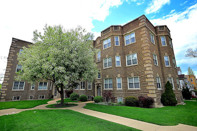 Condo/Townhouse For Sale: 3806 North Troy Street #2