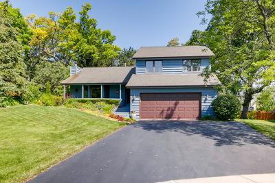 Woodridge Single Family Home For Sale: 7 Oak Leaf Court