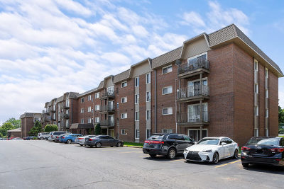 Lisle Condo/Townhouse For Sale: 4500 Beau Monde Drive #308