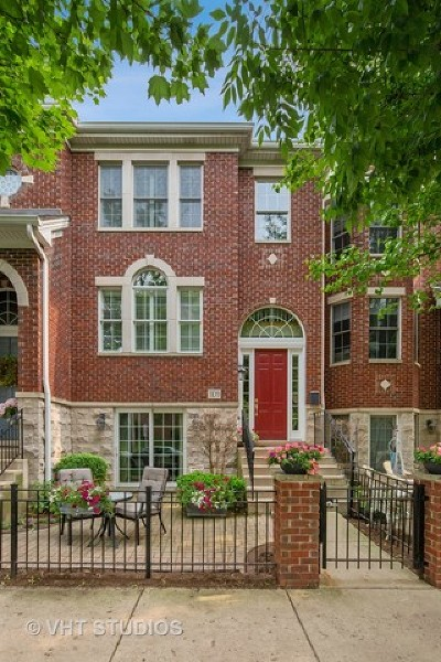 Downers Grove Condo/Townhouse For Sale: 1109 Gilbert Avenue