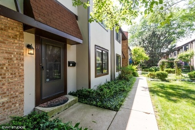 Glenview Condo/Townhouse For Sale: 1734 Henley Street #11