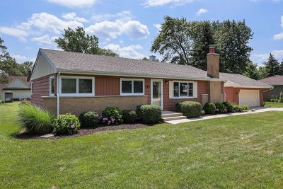 Willowbrook Single Family Home For Sale: 715 67th Place