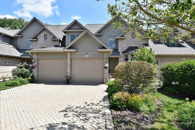 St. Charles Condo/Townhouse For Sale: 924 Oak Crest Lane