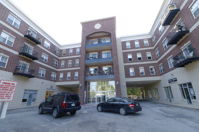 Grayslake Condo/Townhouse For Sale: 10 North Lake Street #407