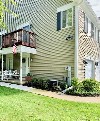 Woodstock Condo/Townhouse For Sale: 699 Silver Creek Road #D