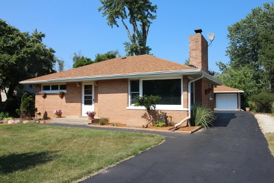 Grayslake Single Family Home For Sale: 33083 North Rolling Hills Road