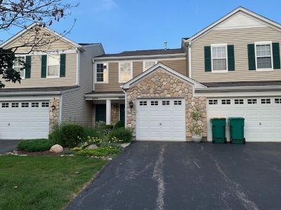 Plainfield Condo/Townhouse For Sale: 2602 Oak Tree Lane