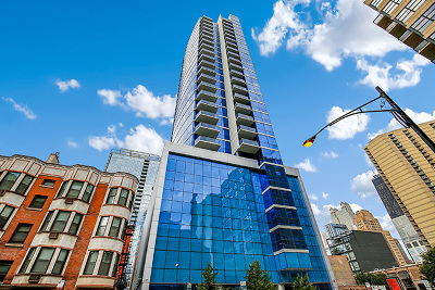 Condo/Townhouse New: 110 West Superior Street #1402