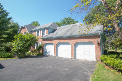 Mundelein Single Family Home For Sale: 25975 North Arrowhead Drive