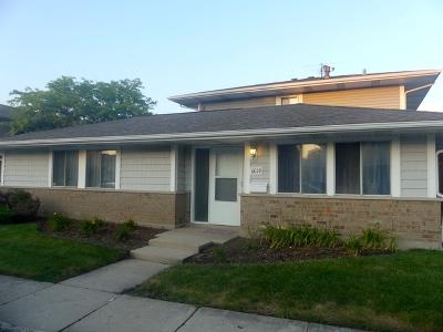 Hanover Park Condo/Townhouse For Sale: 6019 Kit Carson Drive