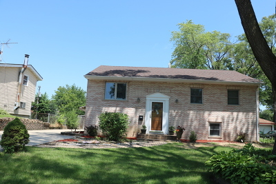 Woodridge Single Family Home For Sale: 2564 Forest Glen Parkway