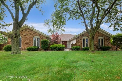 Oak Brook Single Family Home For Sale: 52 Kingston Drive