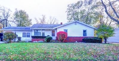Single Family Home For Sale: 25 Linda Lane