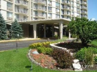 Oak Brook Condo/Townhouse For Sale: 40 North Tower Road #6C