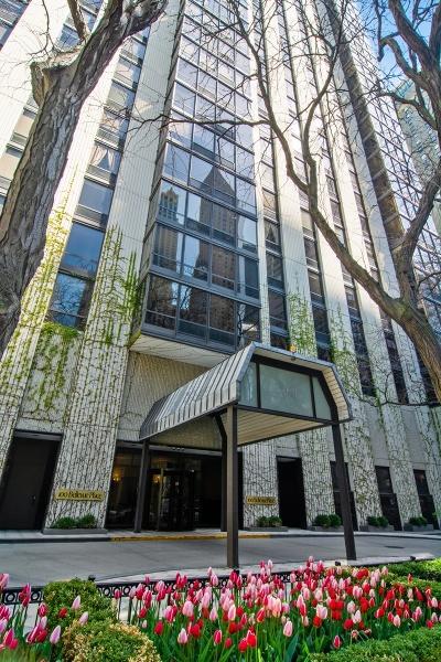 Condo/Townhouse For Sale: 100 East Bellevue Place East #19E