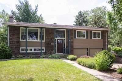 Woodridge Single Family Home For Sale: 6 Westmoreland Court