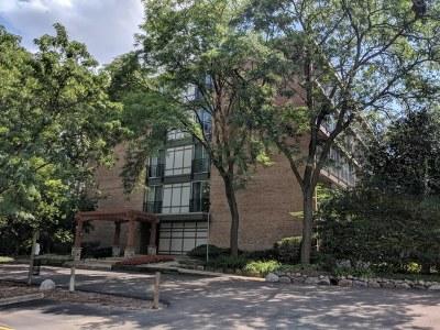 Lisle Condo/Townhouse For Sale: 5820 Oakwood Drive #4B