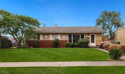 Lombard Single Family Home Contingent: 121 East Central Avenue