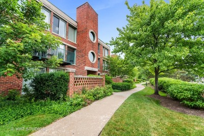 Northfield Condo/Townhouse For Sale: 1030 Arbor Lane #303