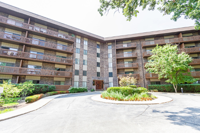 Bloomingdale Condo/Townhouse For Sale: 120 Lakeview Drive #211
