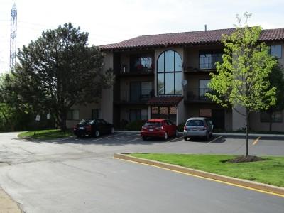 Lombard Condo/Townhouse For Sale: 21w581 North Avenue #76