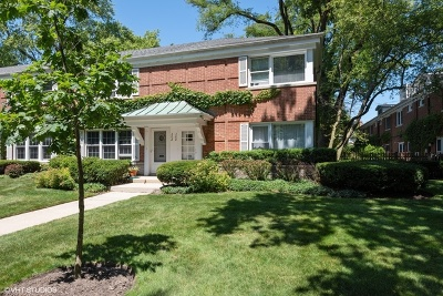 Wilmette Condo/Townhouse For Sale: 300 Laurel Avenue #300