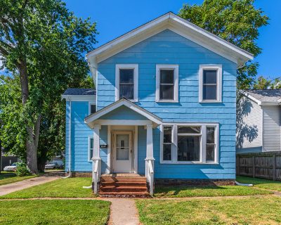 Bloomington Single Family Home For Sale: 907 West Washington Street