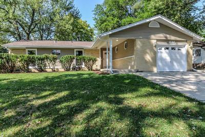 Elk Grove Village Single Family Home For Sale: 832 Delphia Avenue