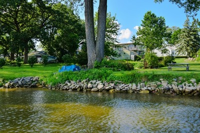 Mundelein Single Family Home For Sale: 15 Lakeview Drive