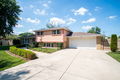 Hickory Hills Single Family Home For Sale: 7830 West 89th Street