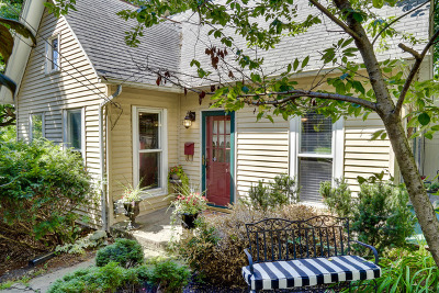 Elgin Single Family Home For Sale: 302 Hastings Street