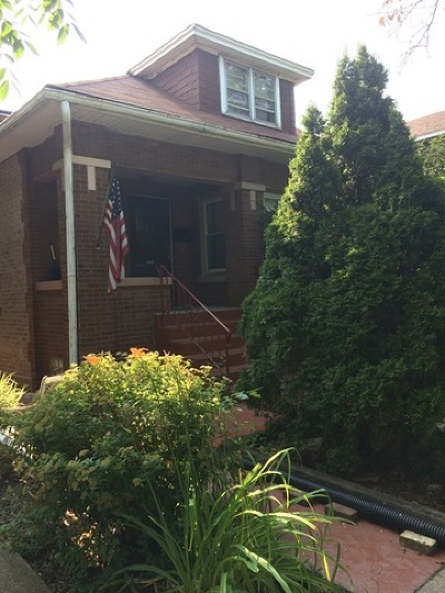 Single Family Home Contingent: 4925 North Kenneth Avenue