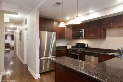 Condo/Townhouse Contingent: 2439 North Sawyer Avenue #G