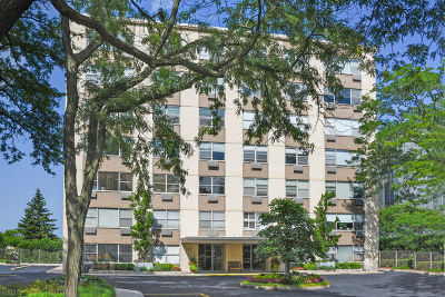 Wilmette Condo/Townhouse For Sale: 1440 Sheridan Road #503