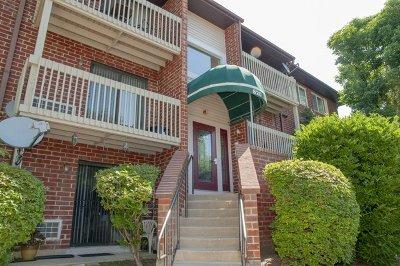 Vernon Hills Condo/Townhouse For Sale: 820 North Lakeside Drive #3D